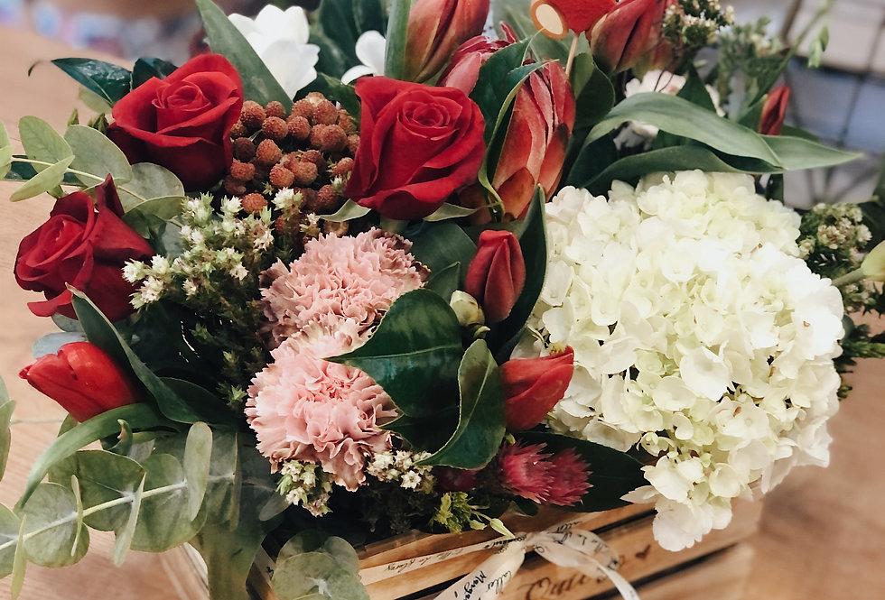 """caja de madera """"Te quiero"""" con flores"""