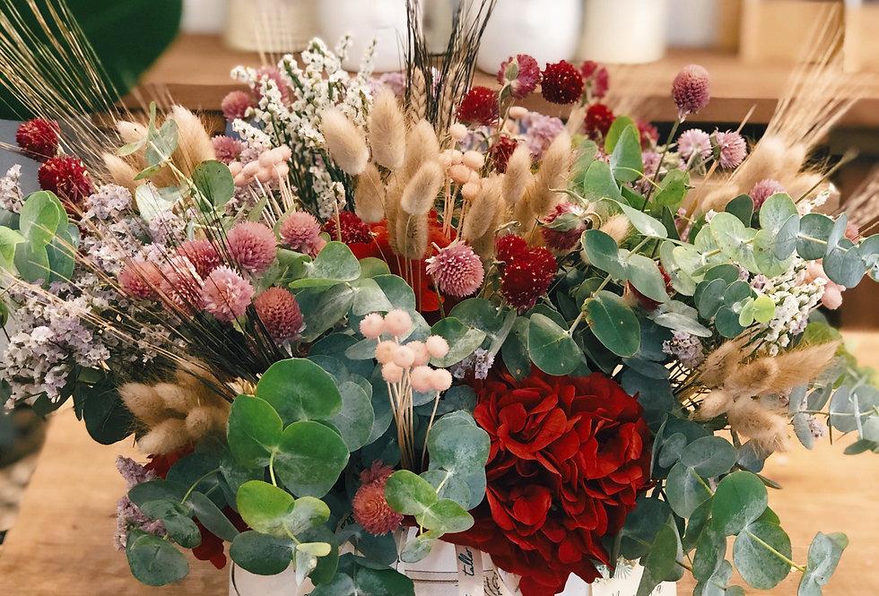 Bombonera con flores preservadas