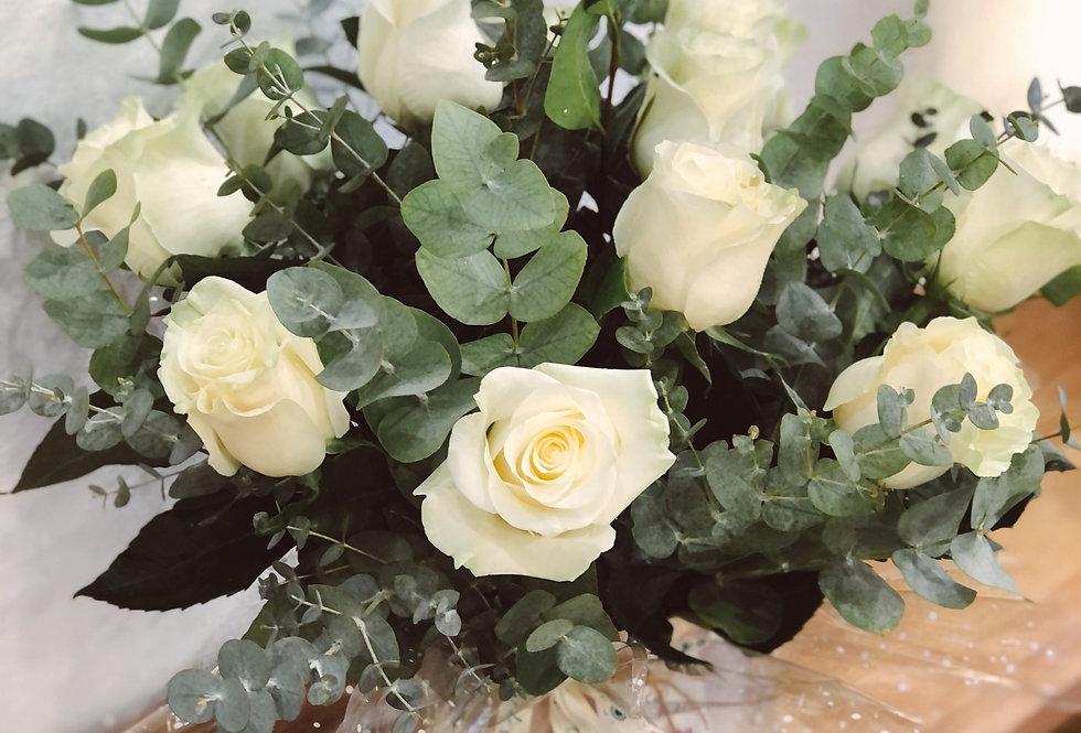 Sombrerera con rosas blanca