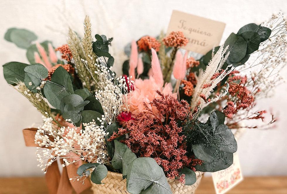 Cestita con flores preservadas