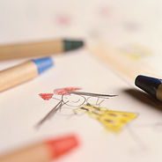 Dessin de petite fille au crayon de cire