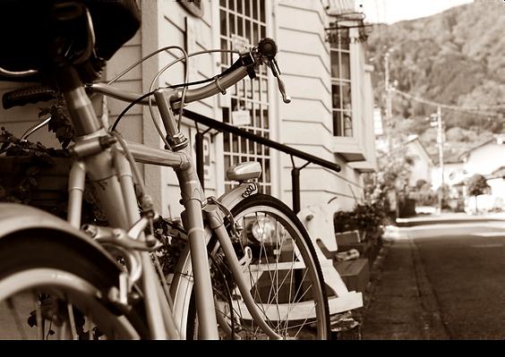 店前自転車.png