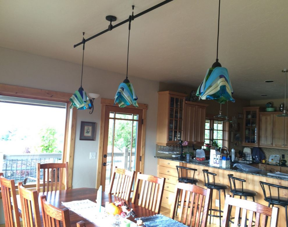 3 lights in kitchen