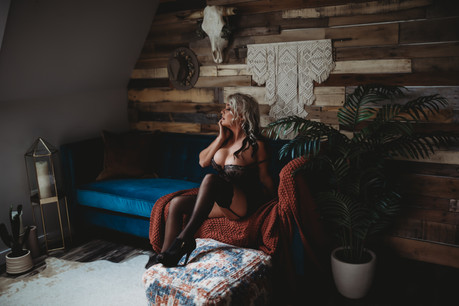 Second time Client comes to Akron Ohio for Boudoir Session