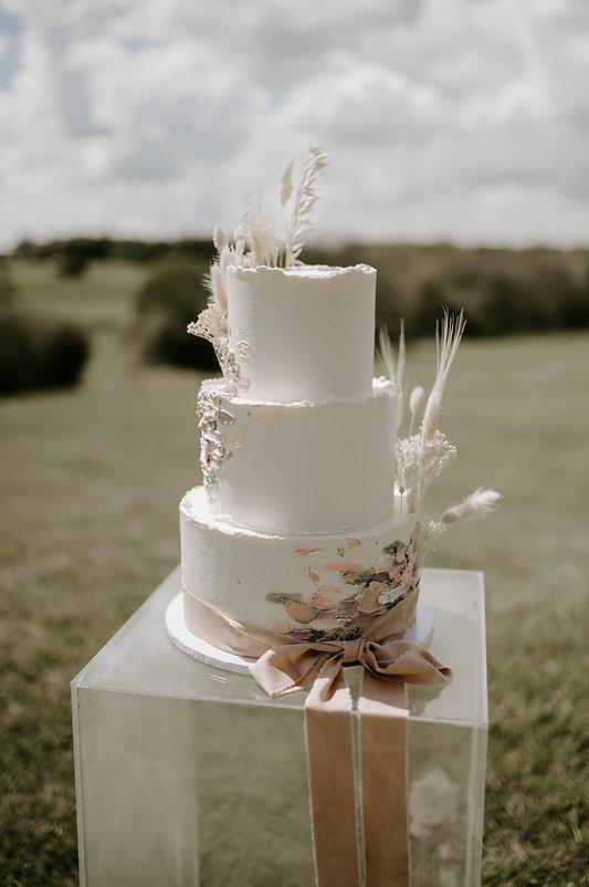 Waresley Park Wedding Cake- Bitesize Bakehouse Laura Williams Photography.jpg