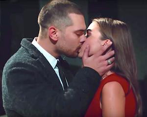 Icerde Sarp kisses Melek