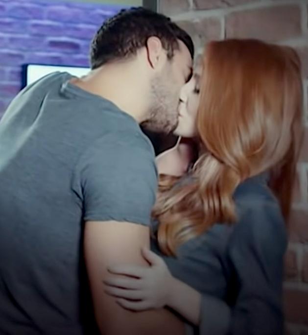 Kiralik Ask kiss Defne and Omer