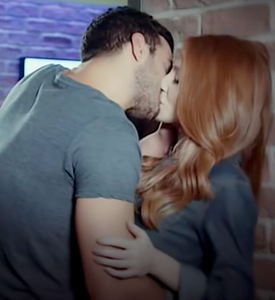 Kiralik Ask kiss Defne and Omer