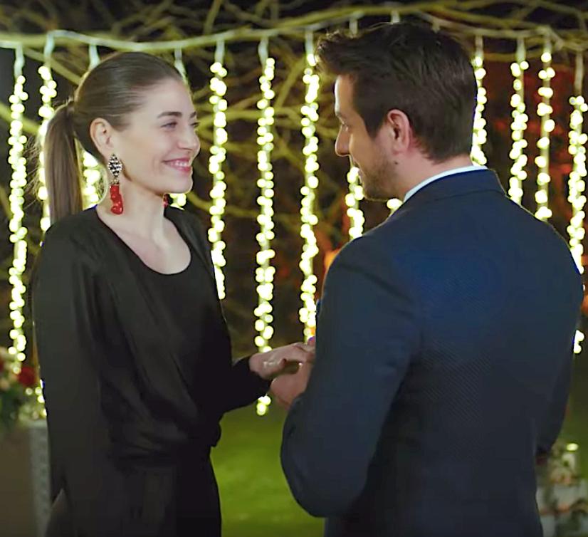 Erkenci Kus 38 Emre proposes to Leyla Leila