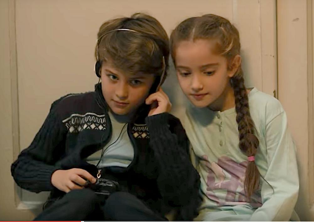 Zeynep and Kadir as children Carpisma