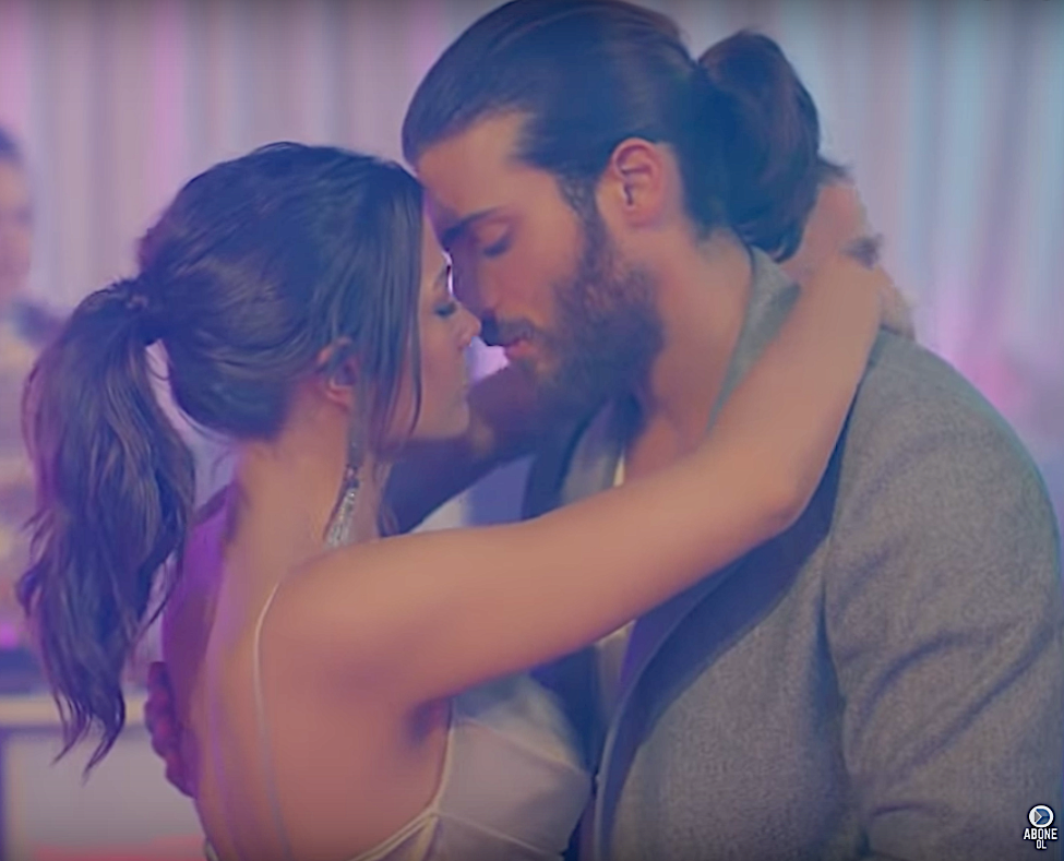 Erkenci Kus Episode  31 English Can and sanem dancing