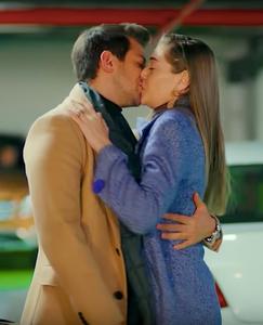 Erkenci Kus English Emre and Leyla kiss