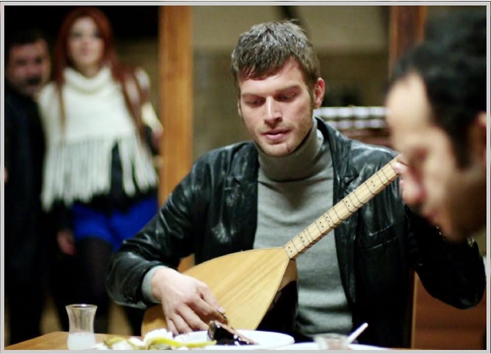 Kuzey playing the saz