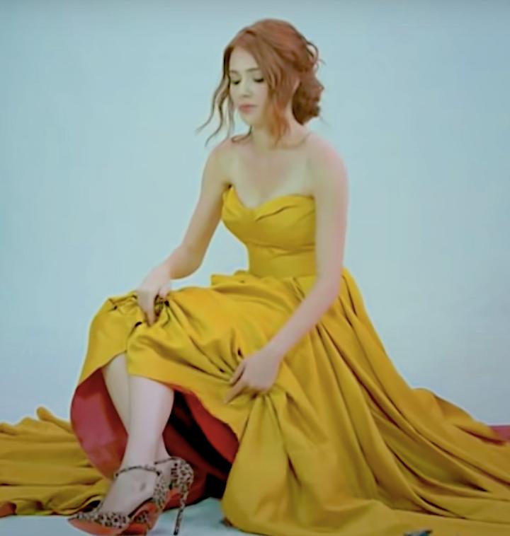 Defne in yellow dress model Kiralik Ask with english subtitles