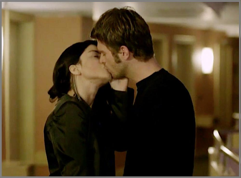 Zeynap kissing Kuzey