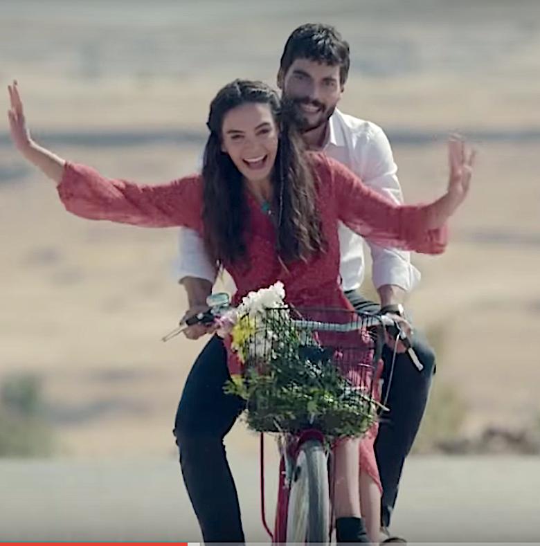 Hercai Miran teaches Reyyan to ride a bike
