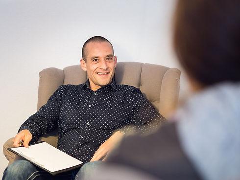 Hypnosetherapeut Jojo Weiss in einer Hypnose