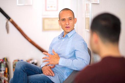 Hypnosetherapie zum abnehmen mit einem übergewichtigen Klienten