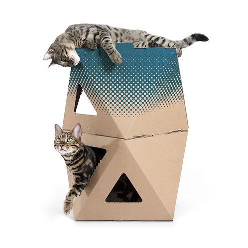 Doppelter Karton für Katzen in braun und braun mit Druck in petrol, ein Kater liegt obendrauf, eine Katze schaut raus