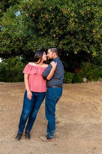 Photography by Vee | Engagement Photography