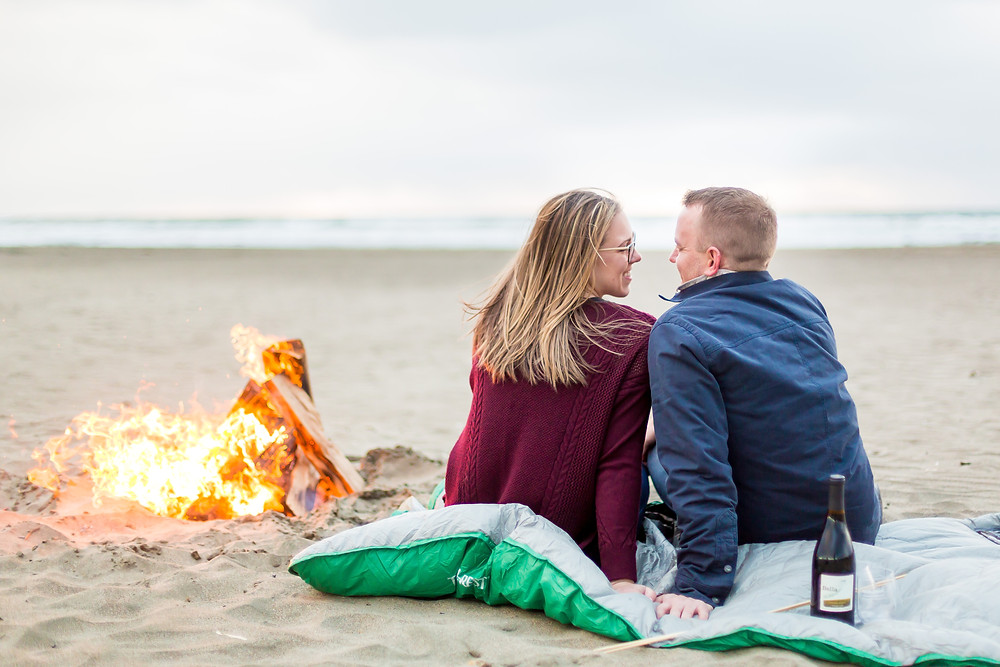 Ocean Beach Engagement Photos | Photography by Vee