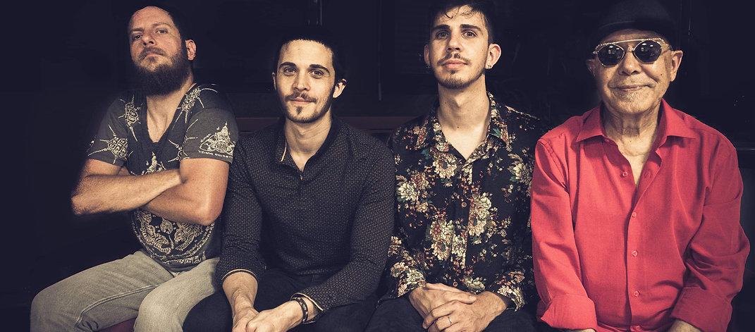 Ishtar connection, de gauche à droite Vincent Boniface multi-instrumentiste, Adrien Al-Aiedy batteur, Amin Al-Aiedy basse et Fawzy Al-Aiedy chant et oud