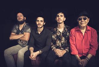 Ishtar Connection de gauche à droite, Vincent Boniface multi-instrumentiste, Adrien Al-Aiedy batteur, Amin Al-Aiedy bassiste, Fawzy Al-Aiedy chanteur et oudiste