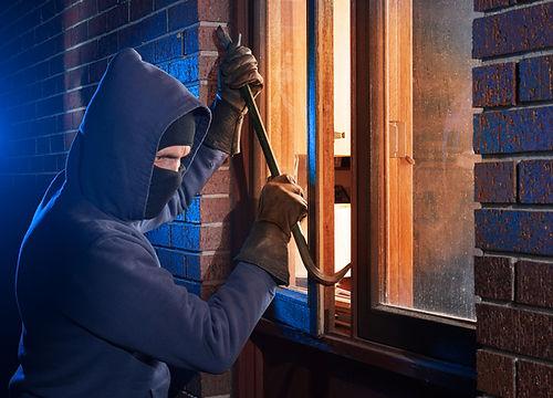 Einbrecher Einbruchsversuch am Fenster