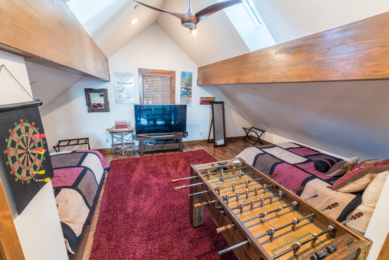 41 - 2016-09-11 Famous Cabin (Hi-Res)
