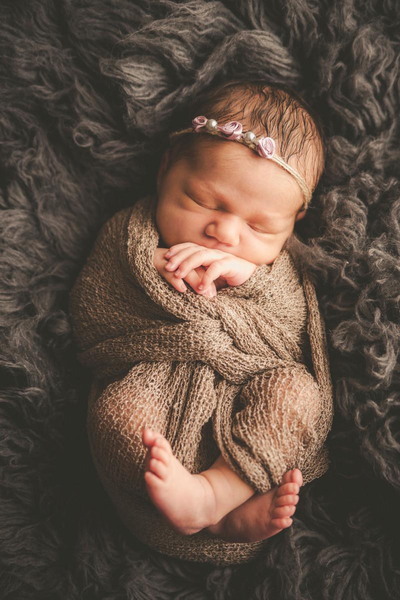 La piccolissima Abigail - fotografo neonati Trieste