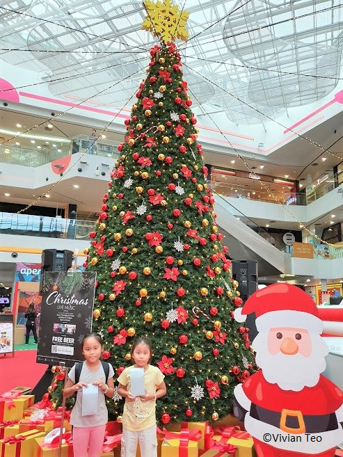 Aperia Mall Singapore Christmas Village