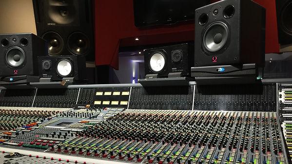 studio-2224493_edited.jpg