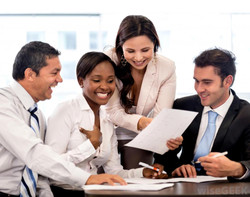 happy-employees-working-together