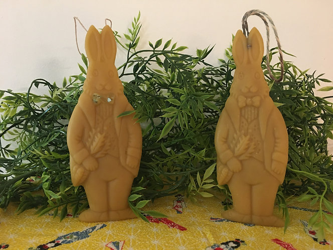 Beeswax Dapper Bunny Standing With Carrots