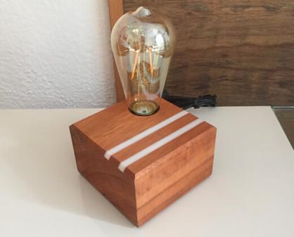 luminária de madeira.jpg
