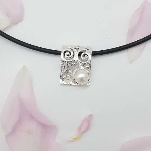 STERLING SILVER SCROLL BAR & PEARL NECKLACE