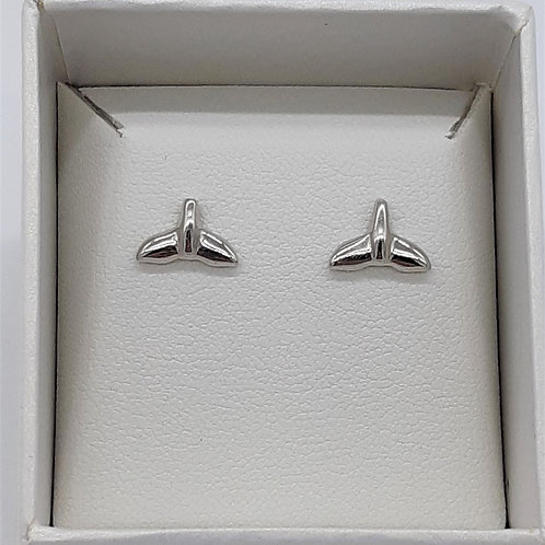 WHALE TAIL STUD EARRING