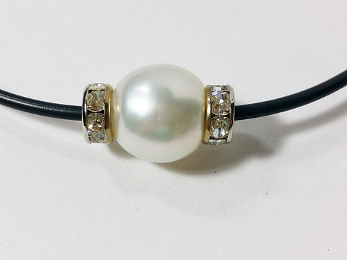CULTURED SOUTH SEA PEARL WITH BLING