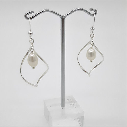 SILVER TWISTED OPEN LEAF WITH PEARL HOOK EARRINGS