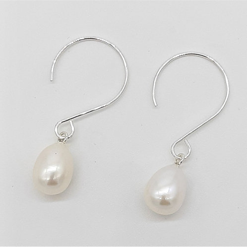 SIMPLE ROUND CURVED HOOKS WITH FRESHWATER PEARLS
