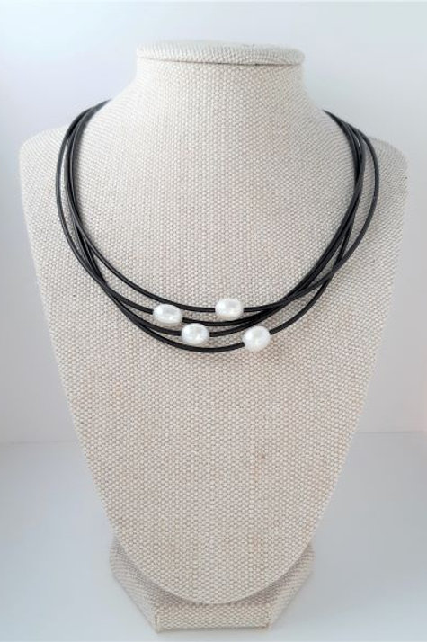 $49 SIMPLE PEARL NECKLET