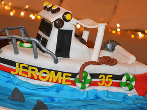 Boat Cake - Almond and chocolate chips cake