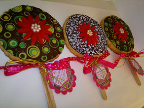 Cookie lollipops with printed chocolate