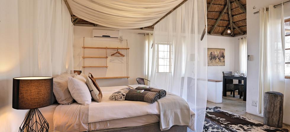 Tusk Bush Lodge Bungalow 3 Bed & Dinning