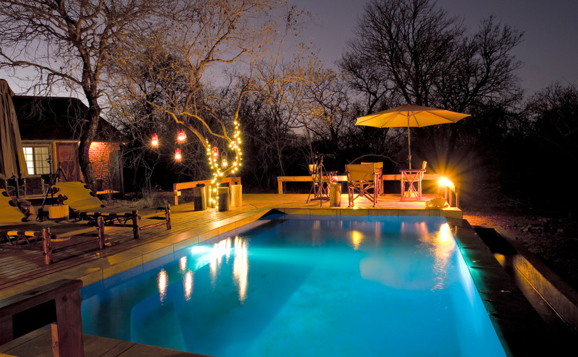 Night shot of Guest pool