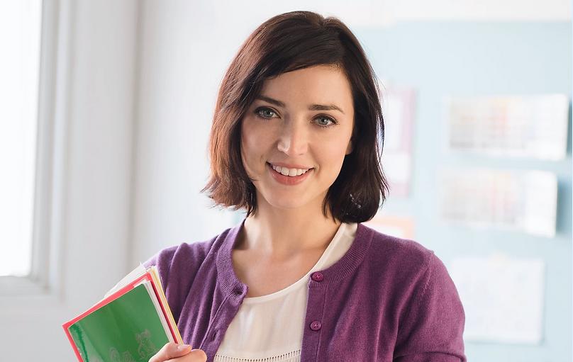 若い女性教師.png