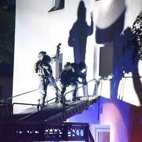 SpezialEinsatzKommandos (SEK) raid suspected terrorists home with MARS Elevated Tactics System