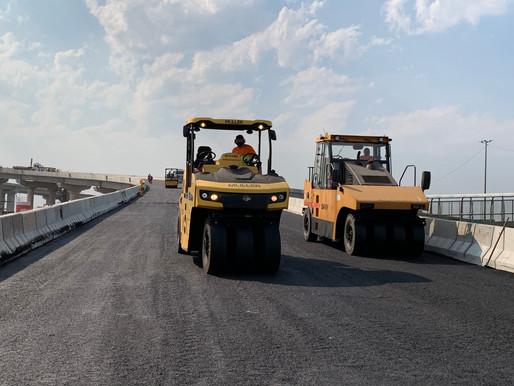 Aplicação de asfalto na Nova Ponte do Guaíba