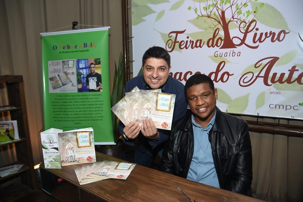 Altair com o escritor Renato na Feira do Livro