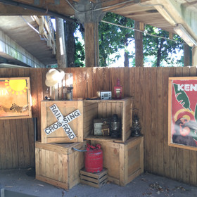 Ticket booth que